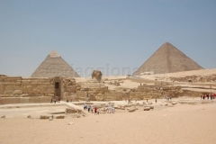Davanti alle Piramidi